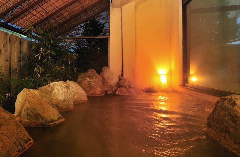 露天岩風呂付き大浴場